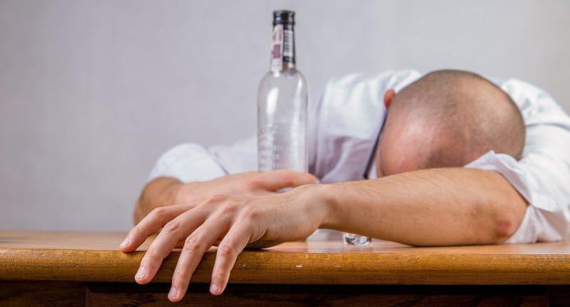 Kompletnie pijany 43-latek spowodował kolizję