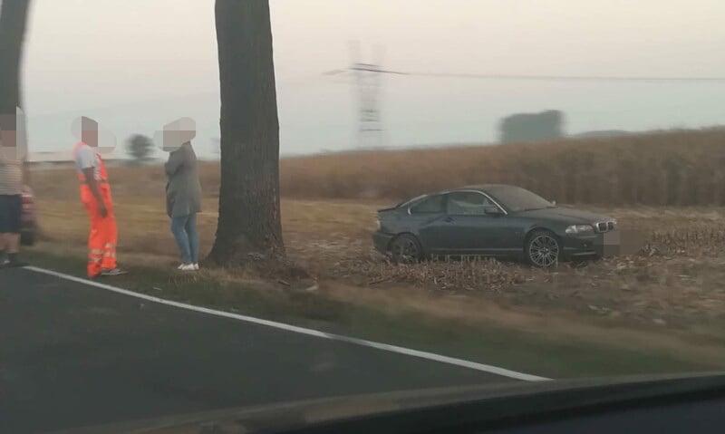 Wyprzedzanie zakończone wypadkiem. 24-latka straciła panowanie nad BMW
