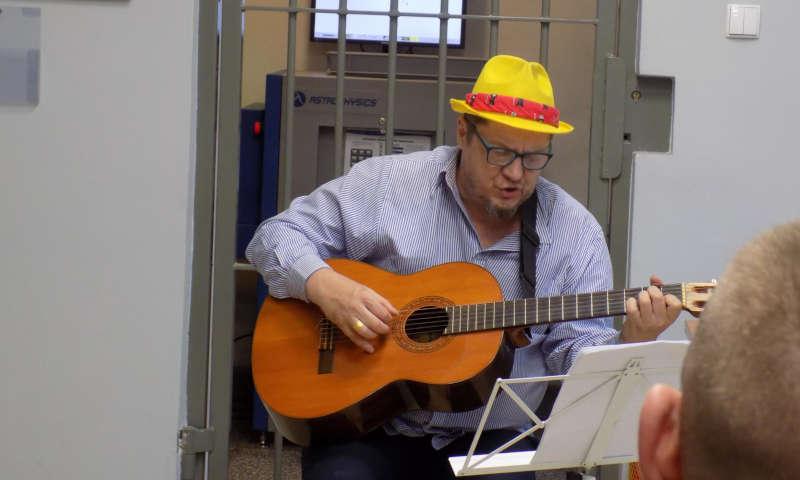 Koncert niepodległościowy w areszcie
