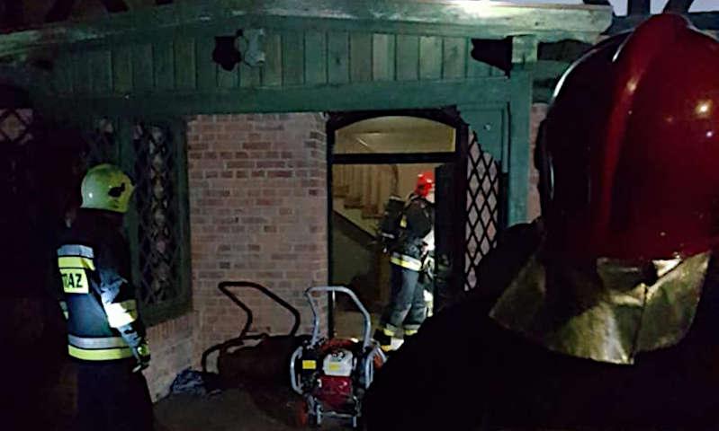 Obrzycko: Nocny pożar na terenie pałacu