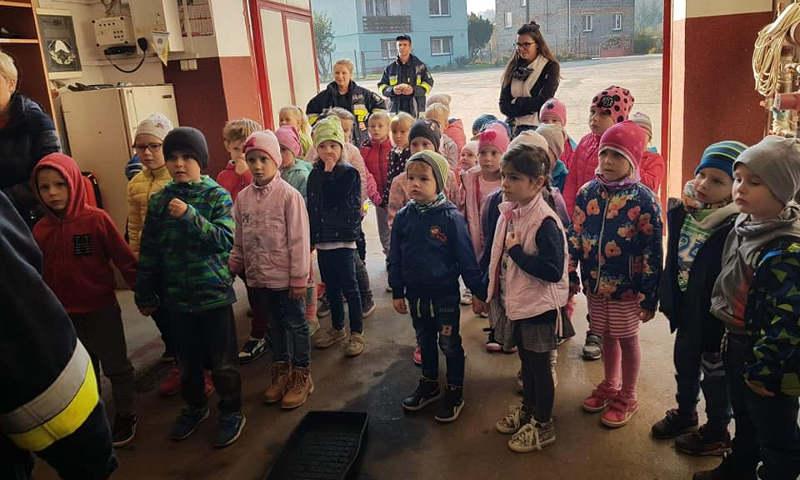 Przedszkolaki odwiedziły strażaków z Baborowa