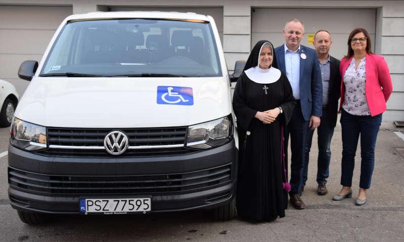 Nowe auto trafiło do Warsztatów Terapii Zajęciowej