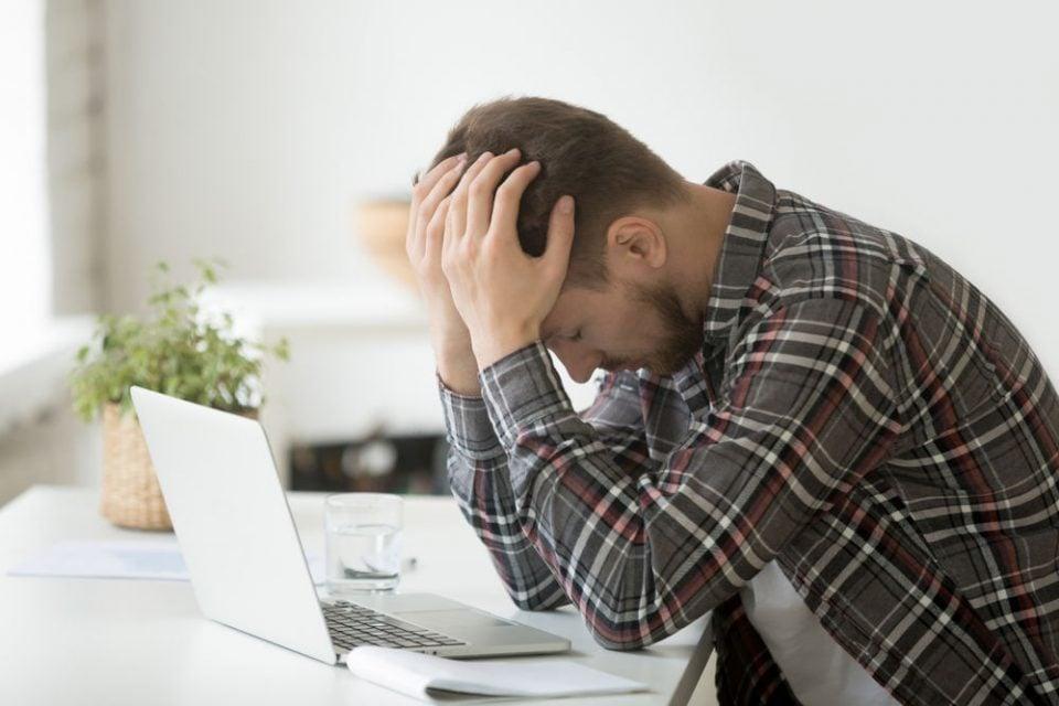 Typowe usterki laptopów – jak je naprawić?