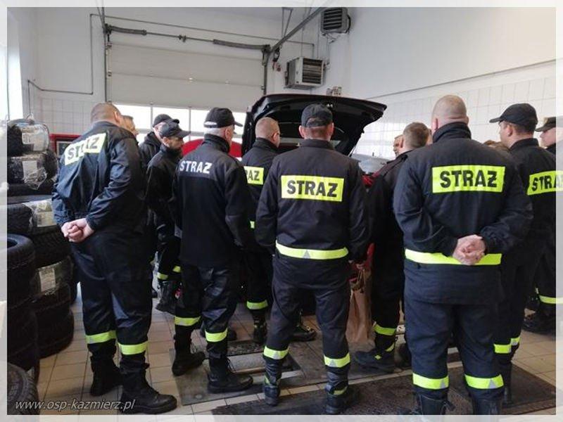 Gmina Kaźmierz. Strażacy OSP przeszkoleni w zakresie zdarzeń z udziałem pojazdów hybrydowych