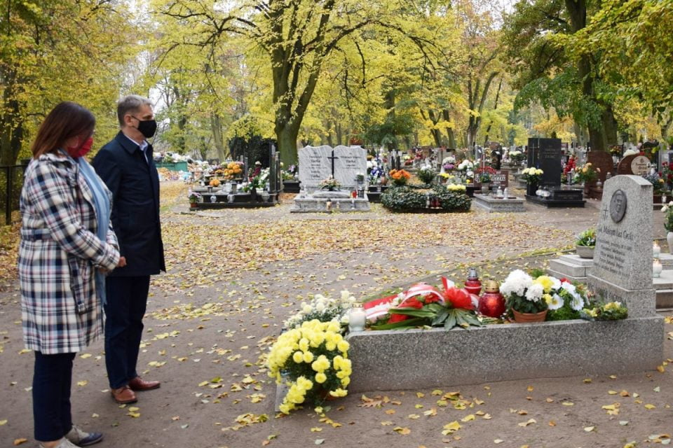 Powiat. Samorządowcy upamiętnili 102. rocznicę odzyskania przez Polskę niepodległości [ZDJĘCIA]