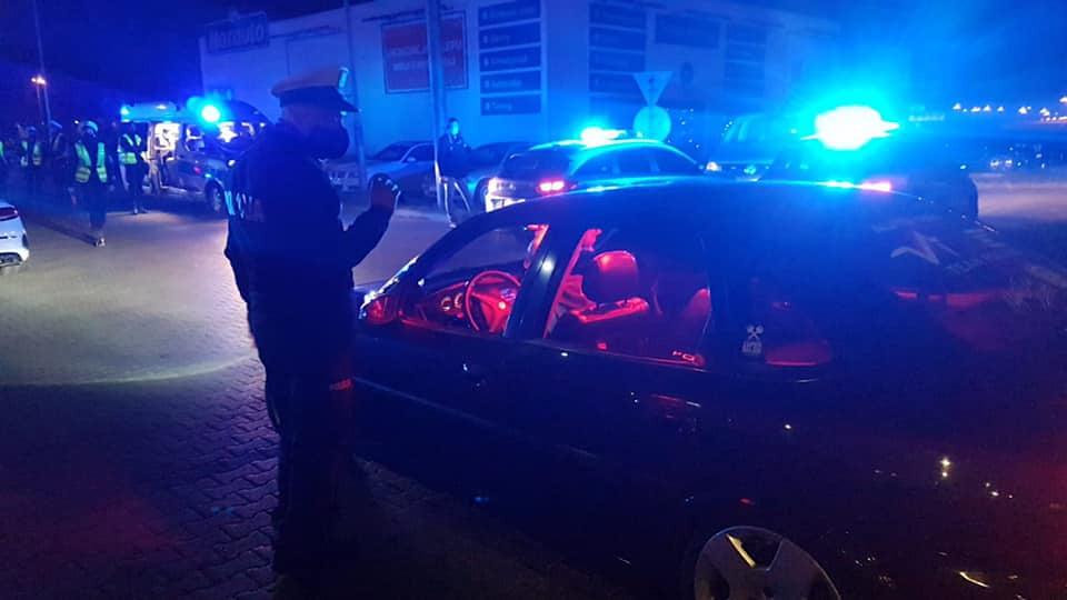 Nielegalny zlot aut w Swadzimiu. W akcji policyjny śmigłowiec [ZDJĘCIA]
