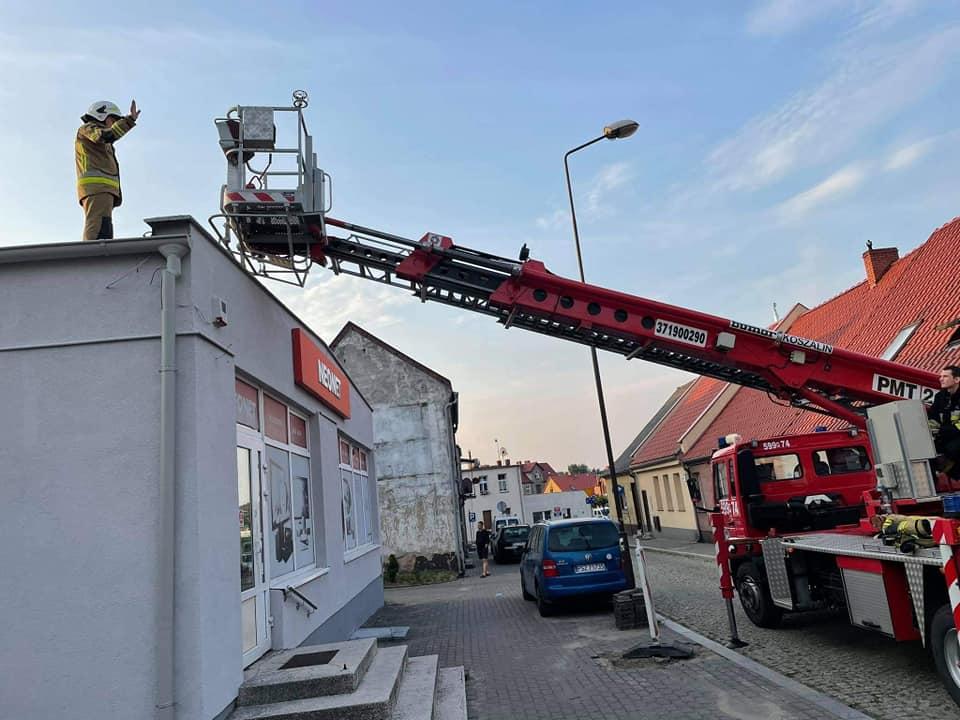 Wronki: mężczyzna chodził po dachu. Interweniowali strażacy i policja