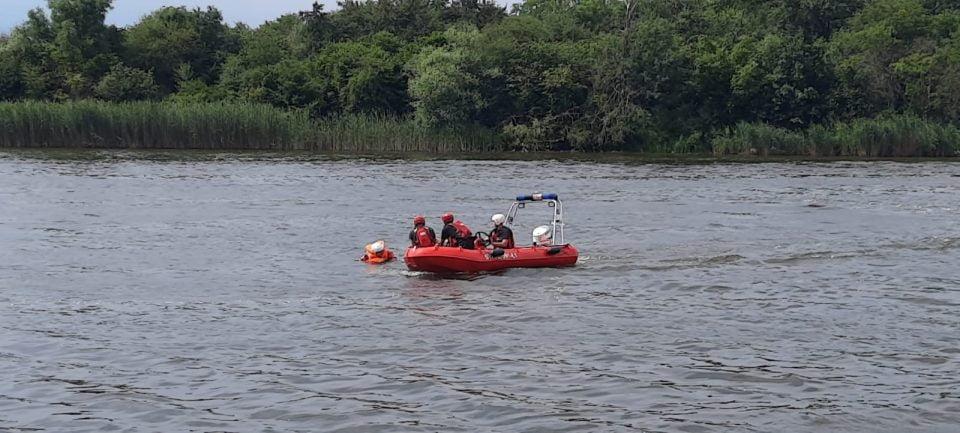 Strażacy ćwiczyli na Jeziorze Bytyńskim