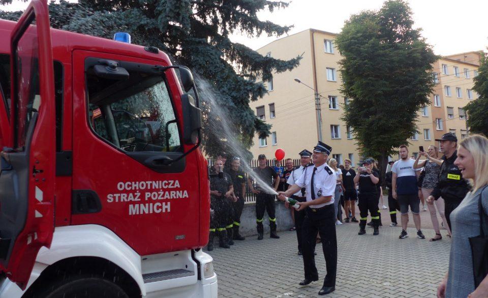 Strażacy z OSP Szamotuły przywitali nowy wóz [ZDJĘCIA, WIDEO]